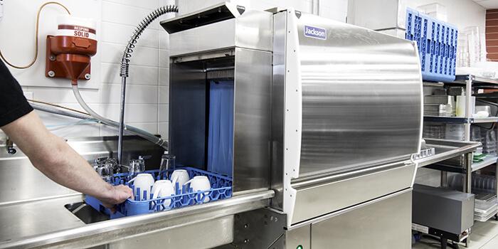 ماشین ظرف شویی آب داغ یا مواد شیمیایی: تجهیزات فست فود روبوفود