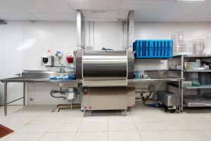 چیدمان رستوران فست فود: ماشین ظرف شویی و سینک