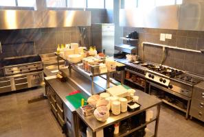چیدمان آشپز خانه رستوران